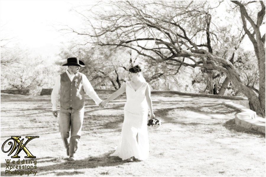 Roman jennifer39s wedding at st marks in el paso texas for Wedding photographers in el paso tx